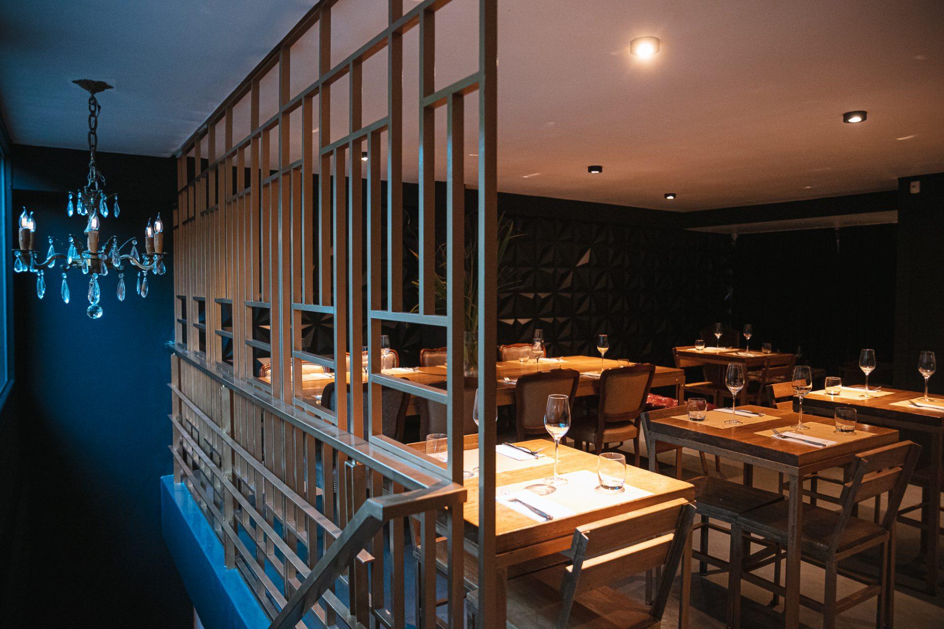 Sector de mesas del bar Vico Villa Crespo.