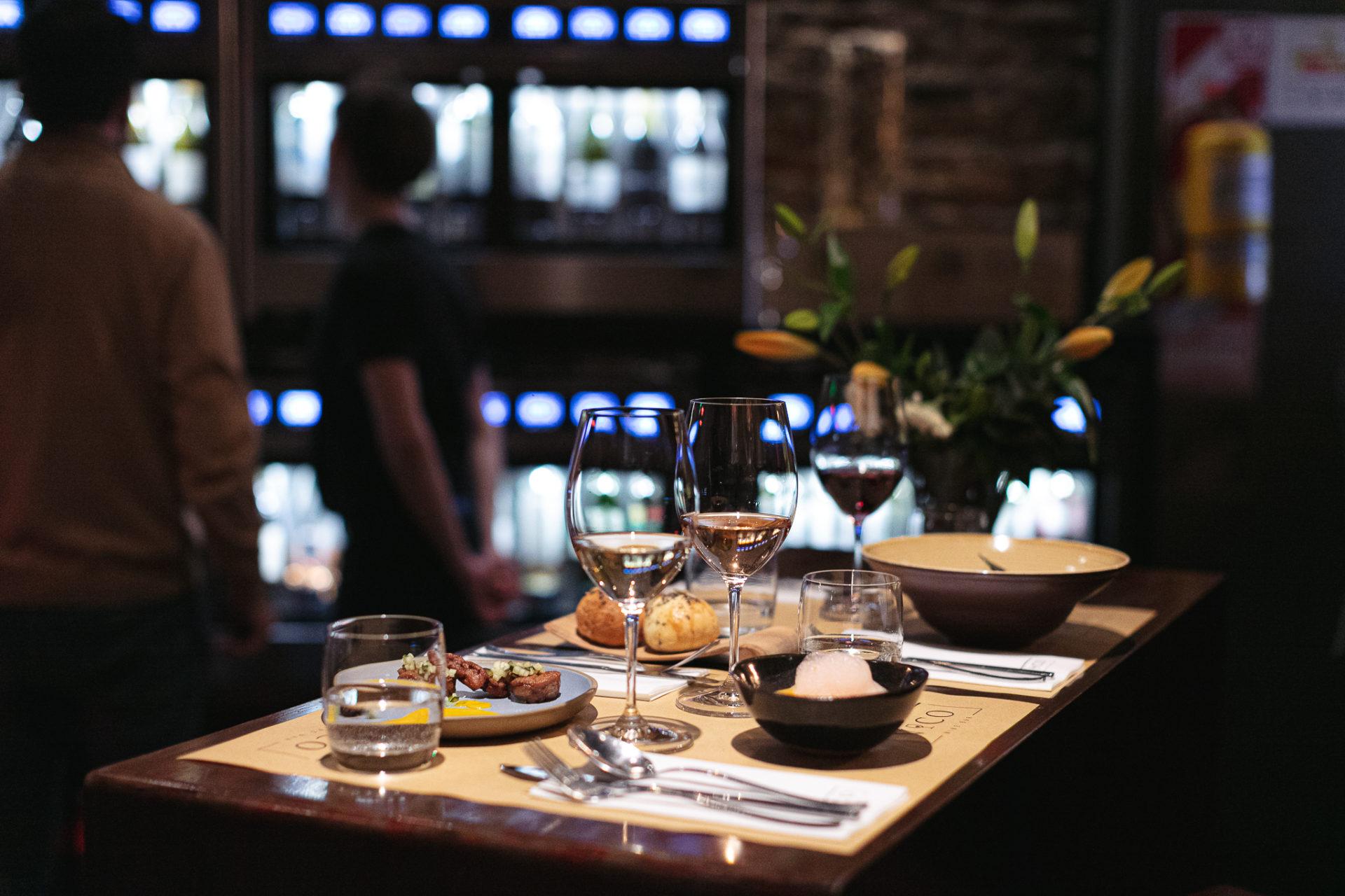Bar de vinos con comida gastronomía gourmet